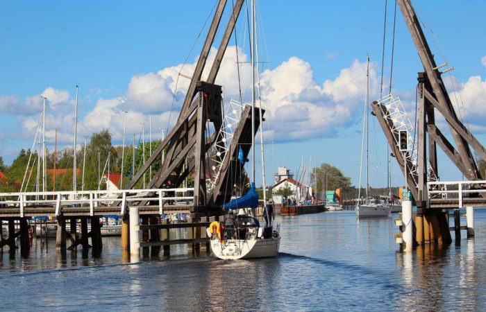 Die berühmte historische Klappbrücke in Wieck/Eldena