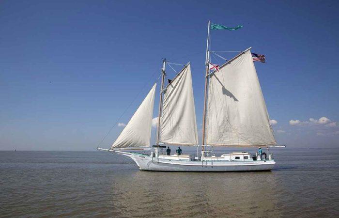 Ein Segelschiff auf dem Bodden